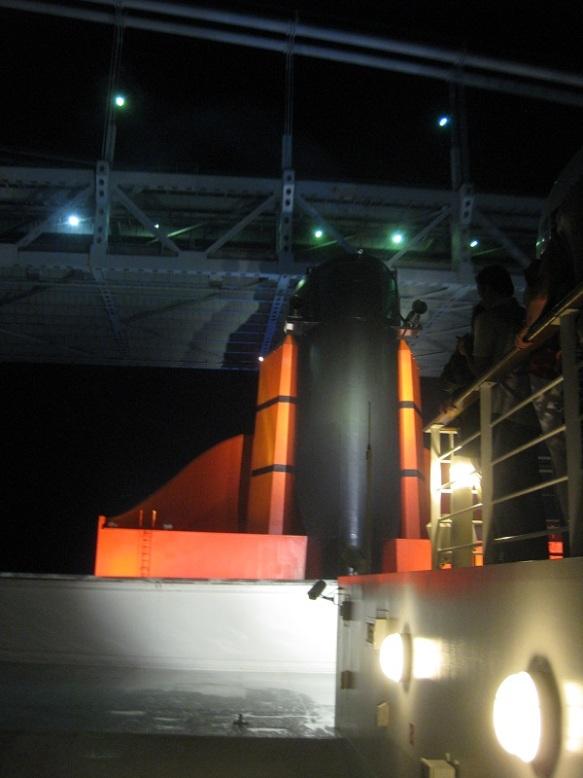 QM2 funnel passing under the Verrazano Narrows bridge
